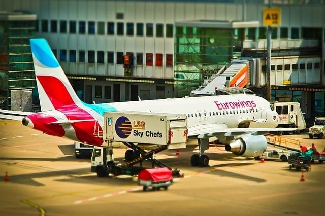aircraft-1515440_640