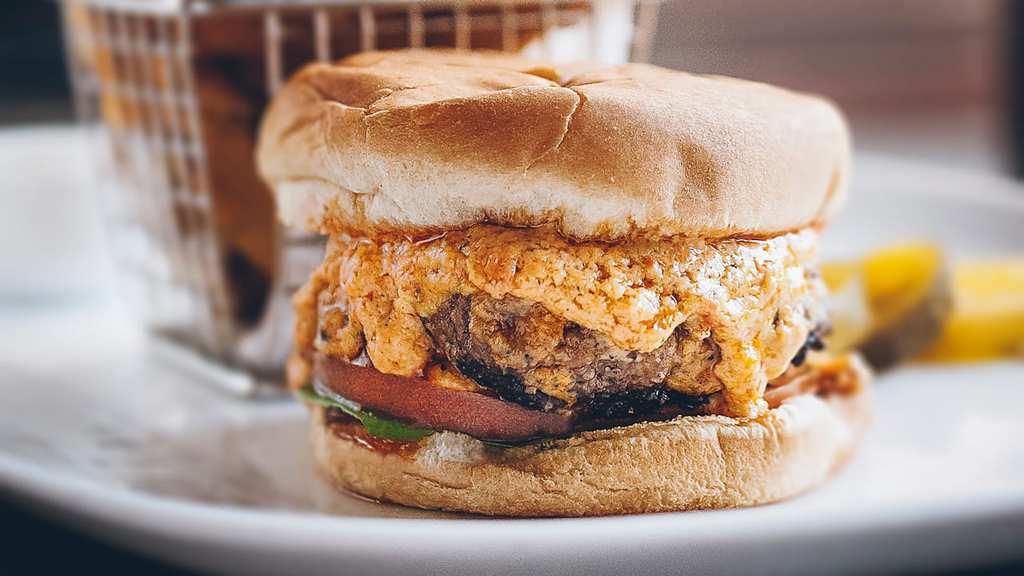 knife-pimento-burger