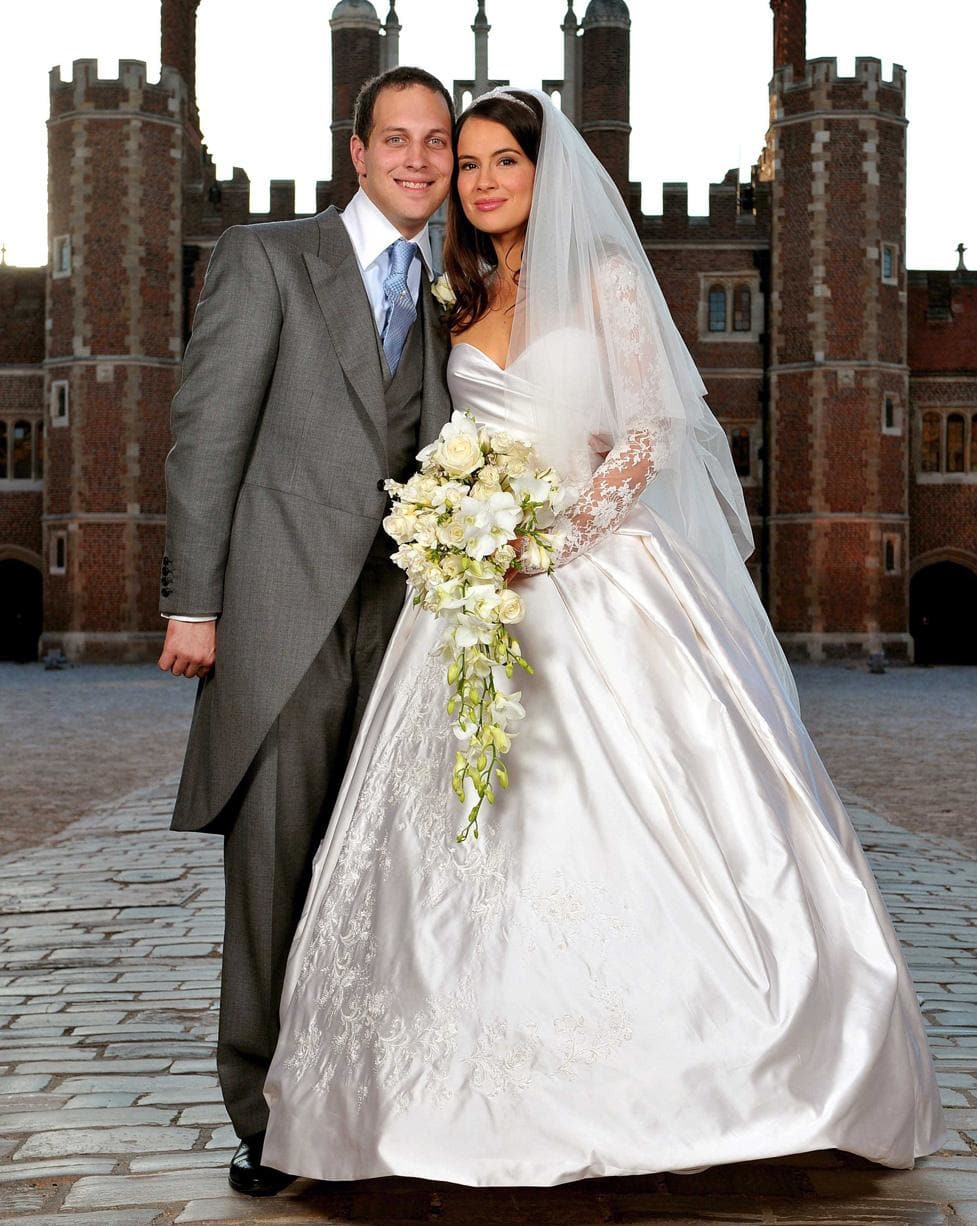 Gorgeous royal wedding dresses that wowed the world for Princess anne wedding dress
