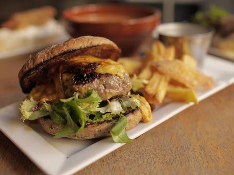 makkila-hamburguesa-200-gr-carne-queso-cheddar-lechuga-y-mayonesa-de-trufa