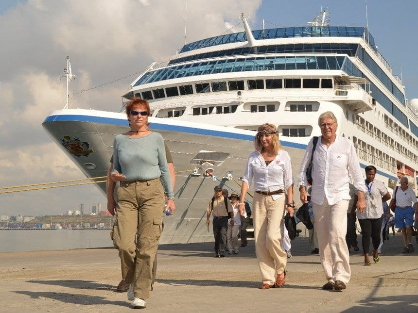 Of The Most Interesting Cruise Ship Workers Secrets Worldation - Stranded cruise ship