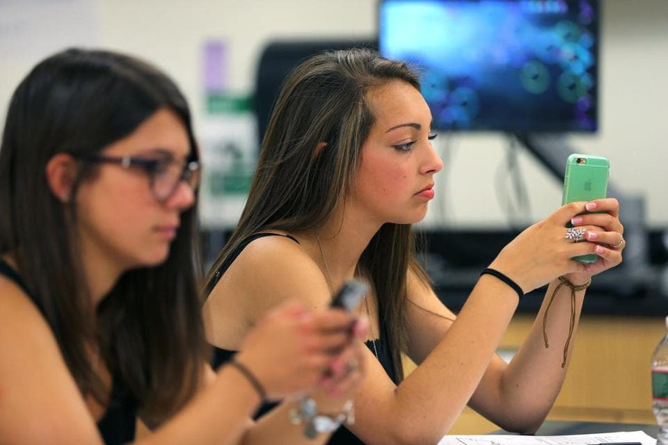 how the cell phone has affected the classroom essay Mobile phones have become a staple of our society, with everyone from elementary school kids to senior citizens owning at least one although mobile apps and texting have made our lives easier, some question the impact they've had on the relationships we have with one another.