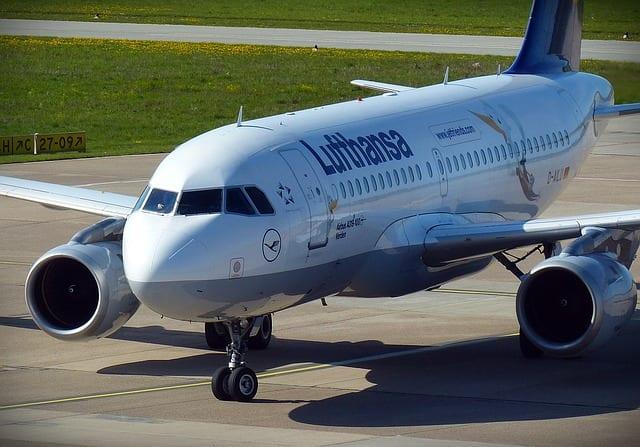aircraft-1374711_640