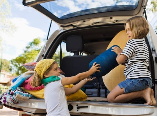 kids_packing_car_blog